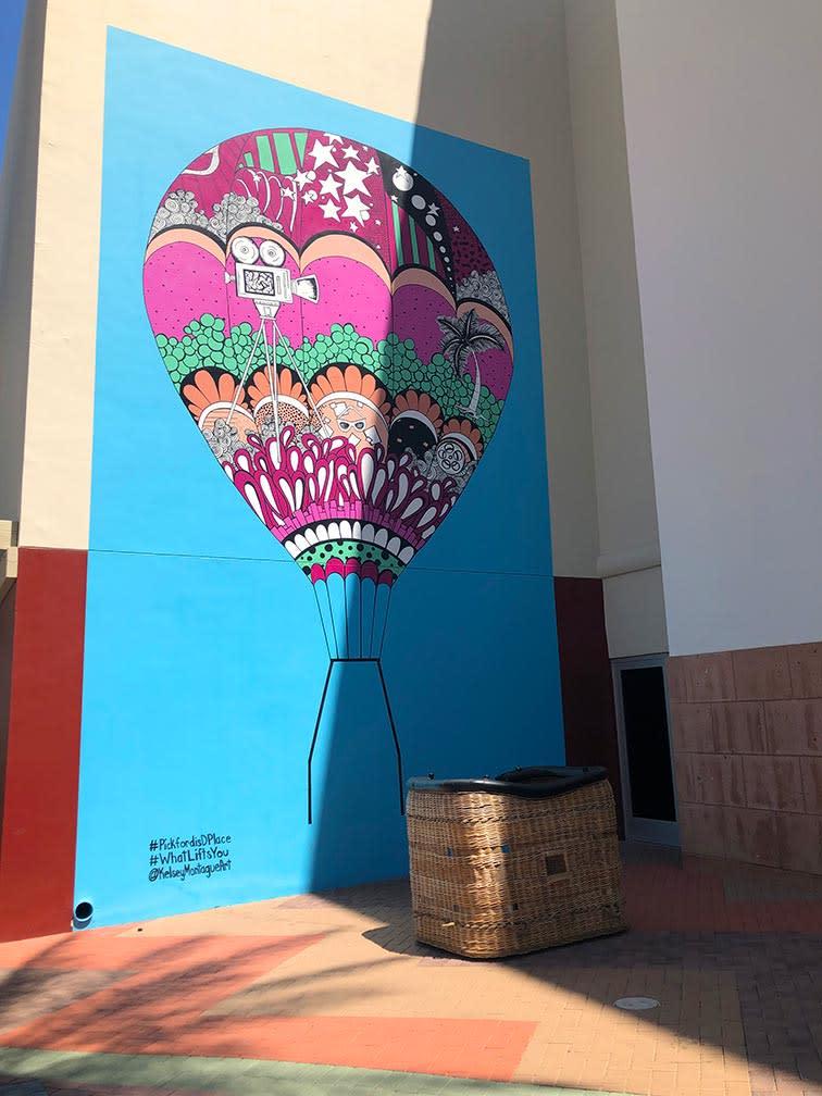 Mural of hot air balloon