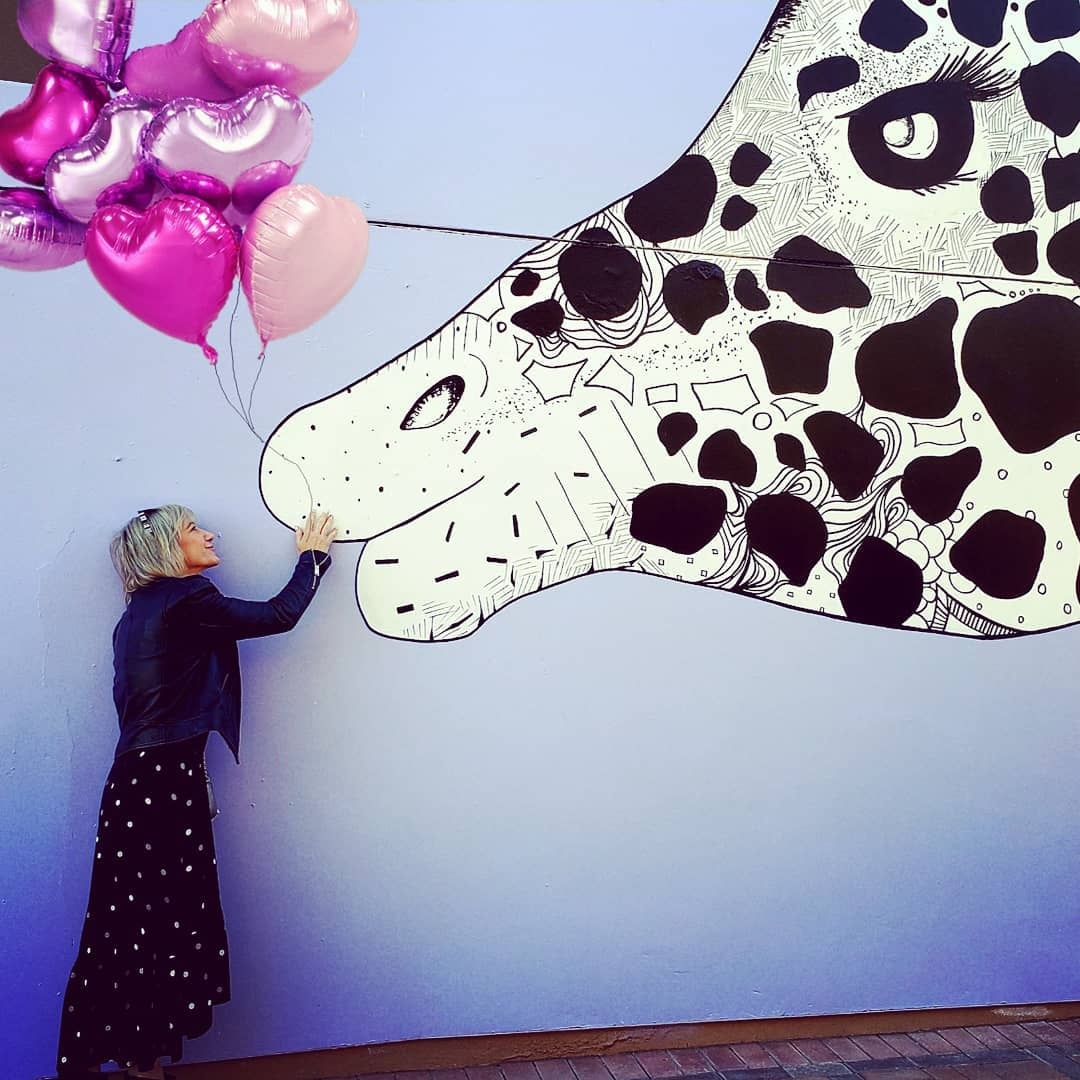 Giraffe mural on El Paseo