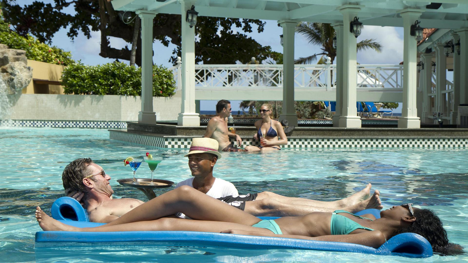 Jewel Dunn's In-Pool Bar Service_3527