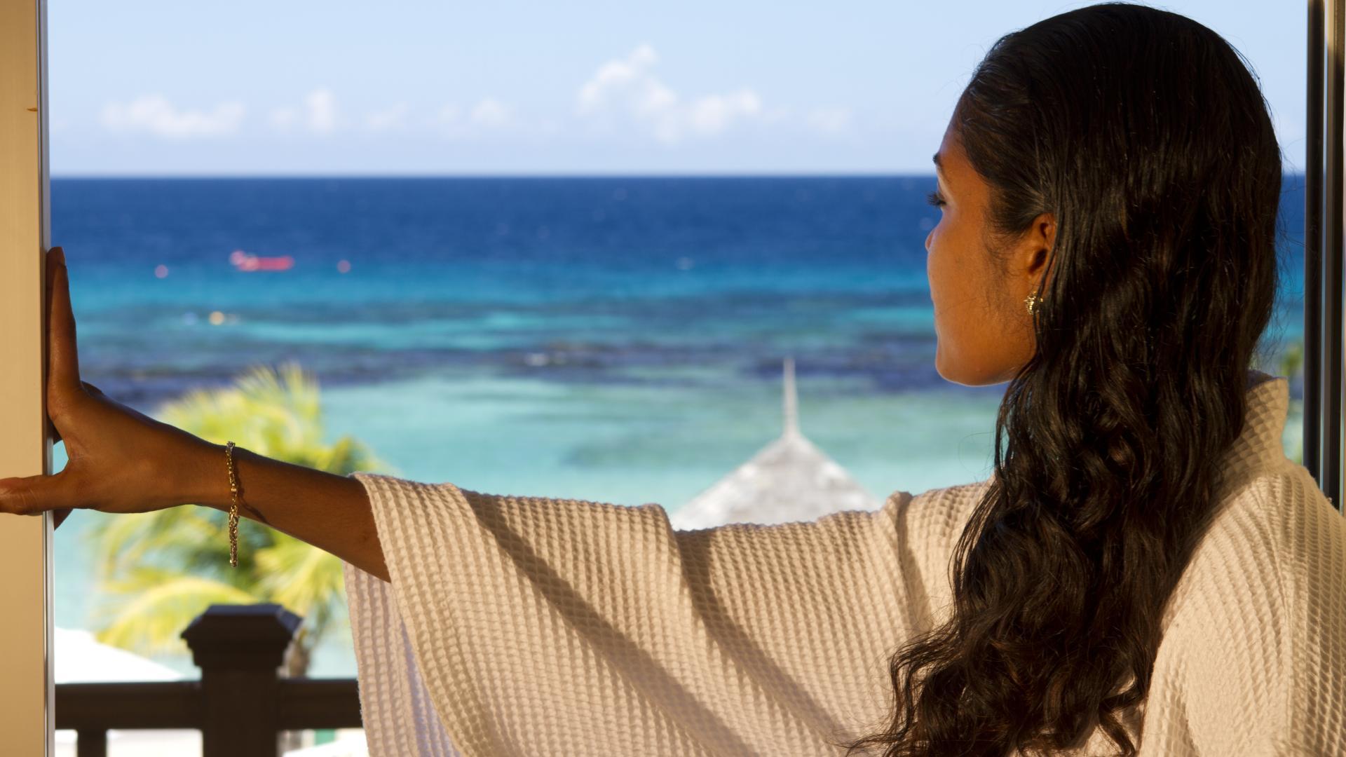 OceanFront View-Woman_5338