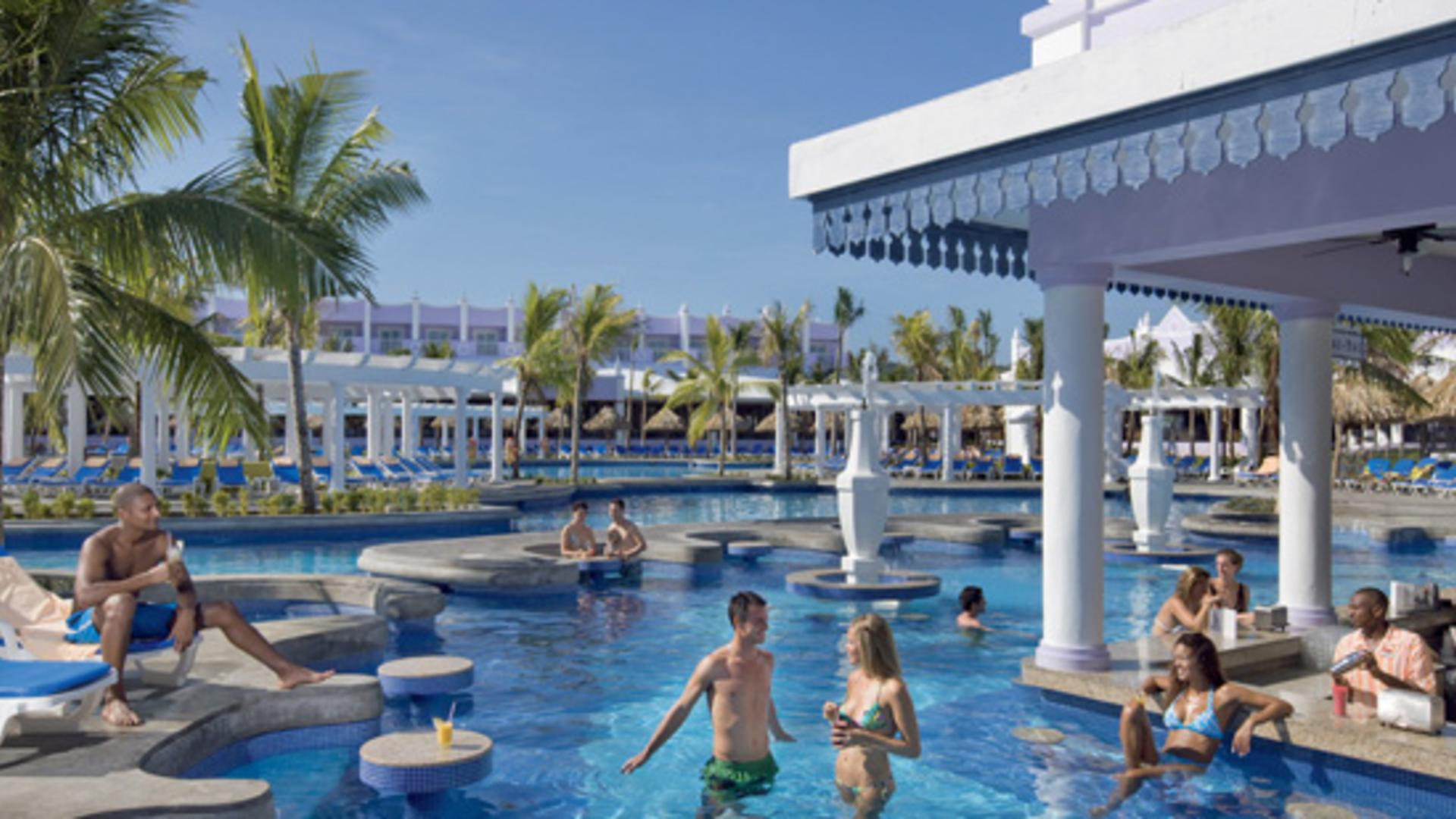 Riu Mobay swim up bar