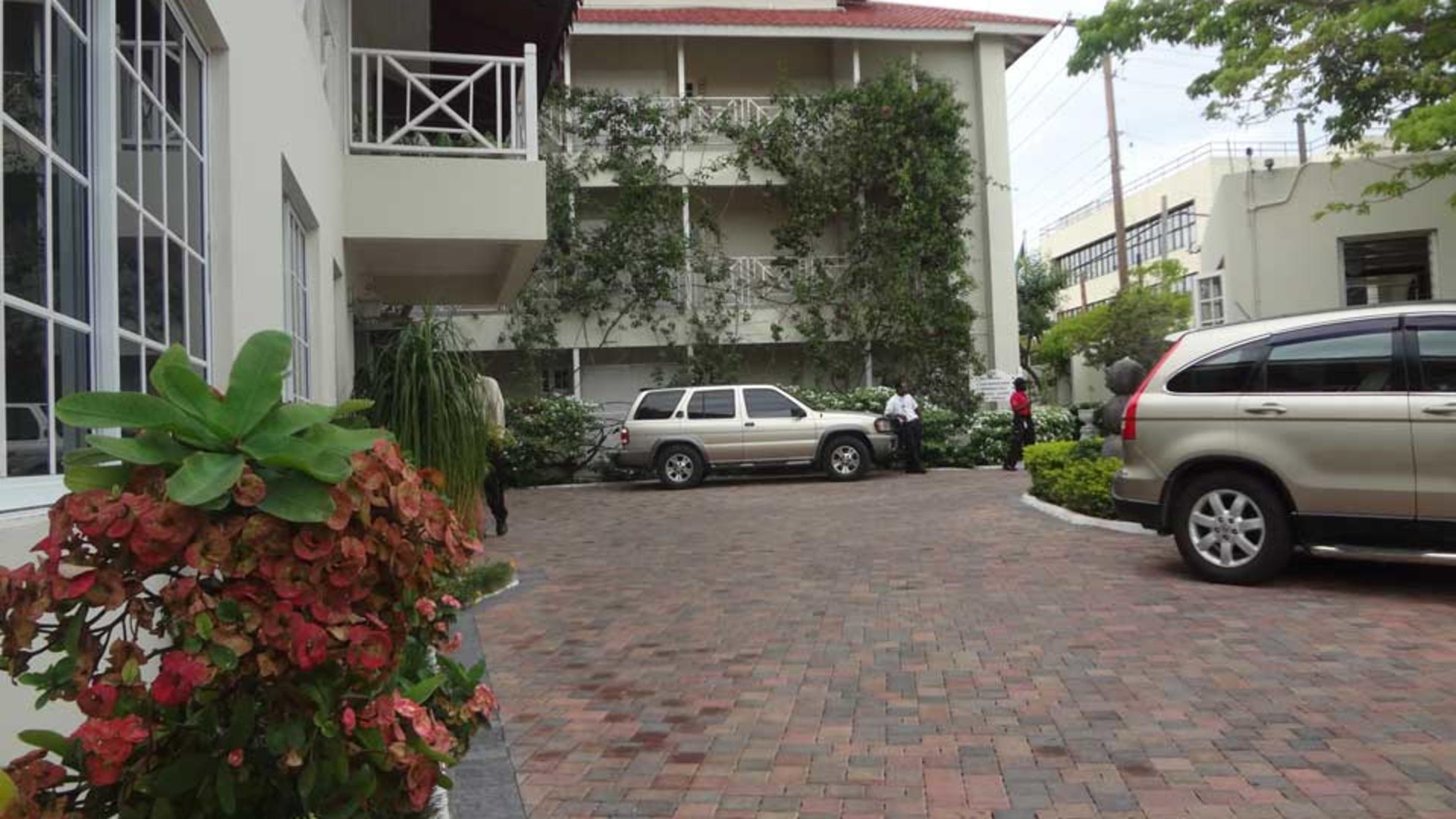 altamont_court_hotel_courtyard