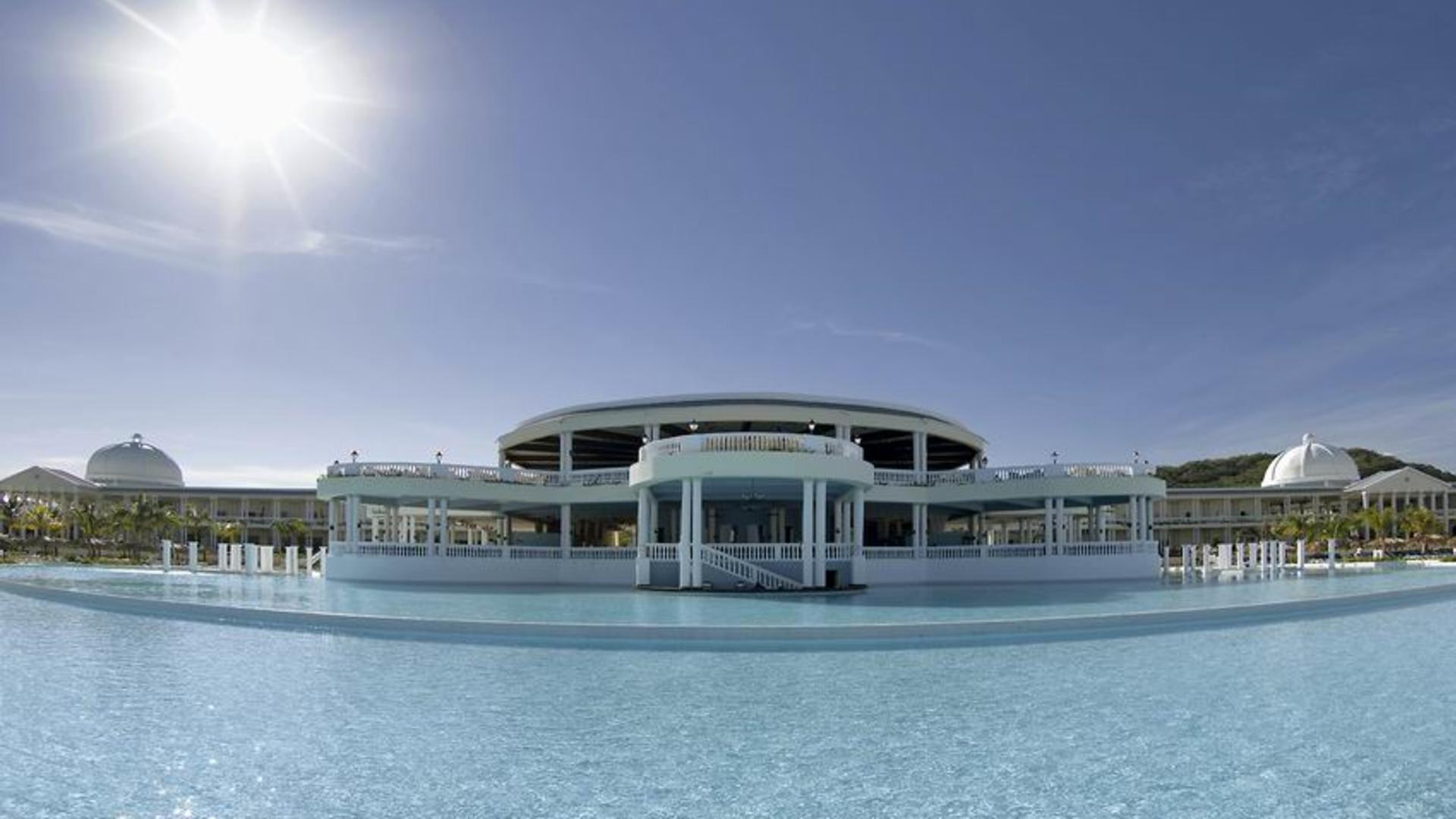 Grand Palladium Resort  The Grand Palladium Lady Hamilton