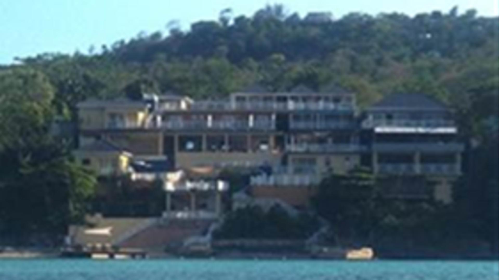 Moxon's Beach Club