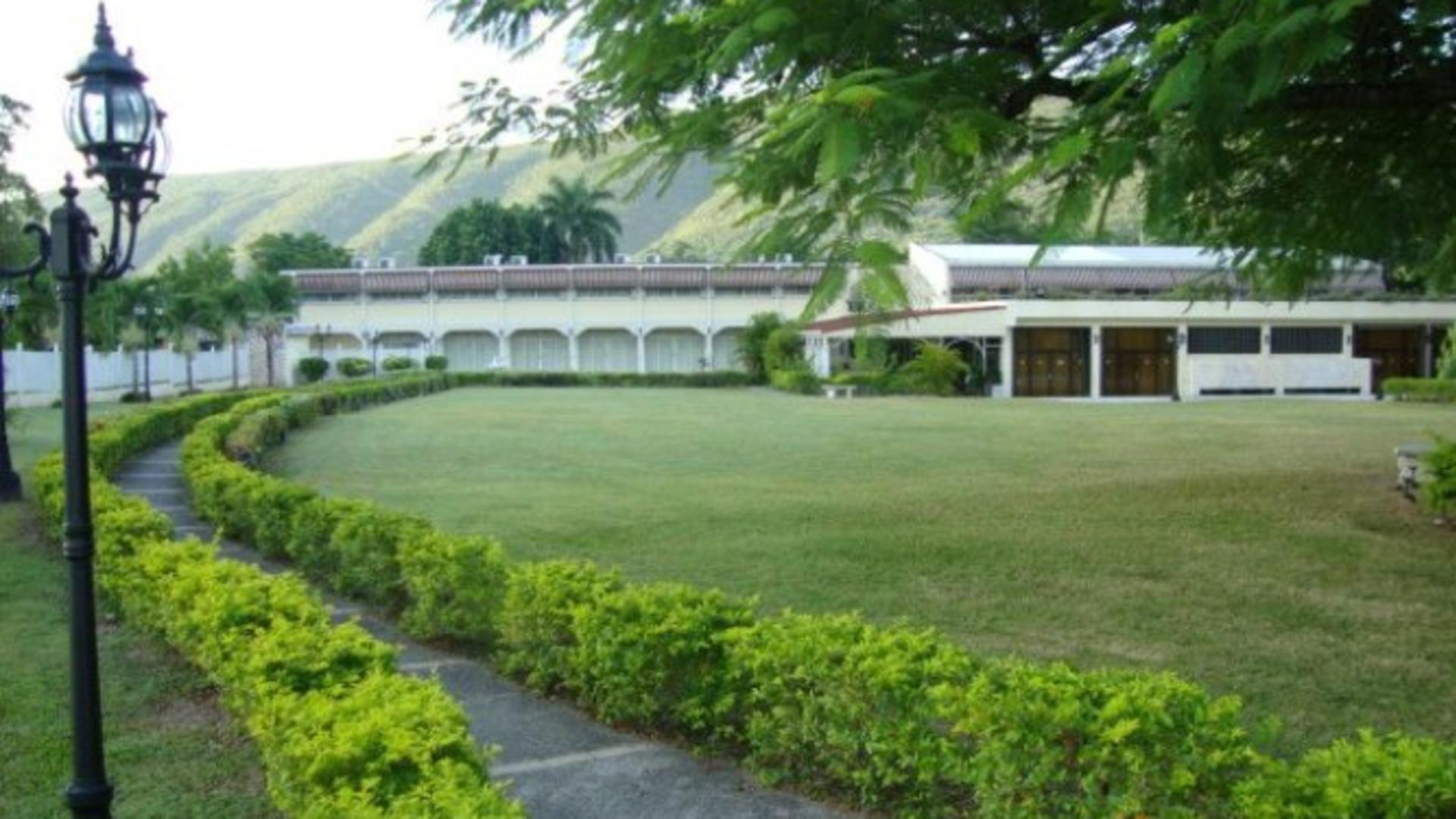 Mona Visitors Lodge