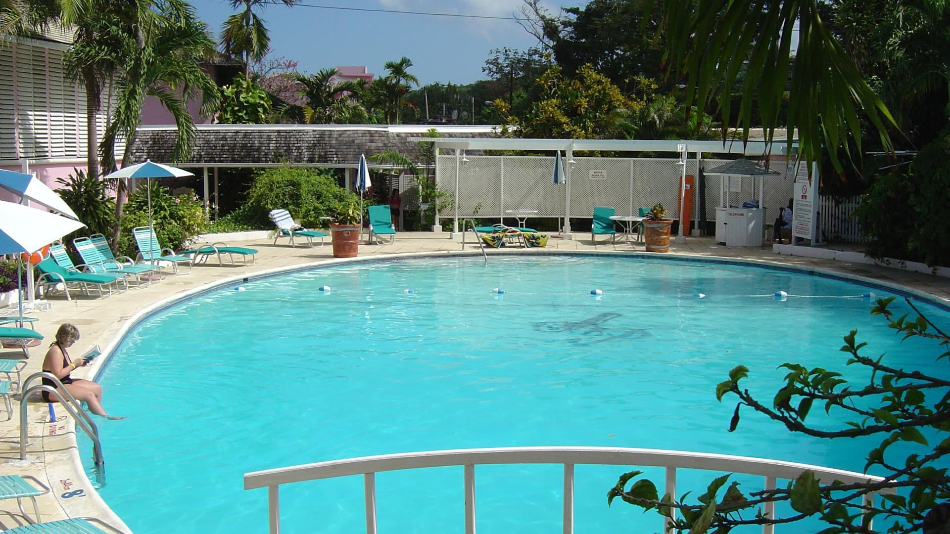 Shaw Park Beach Hotel & Spa