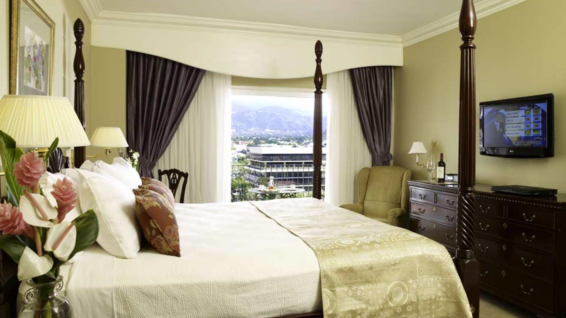 Penthouse-Deluxe-Rm-CHS