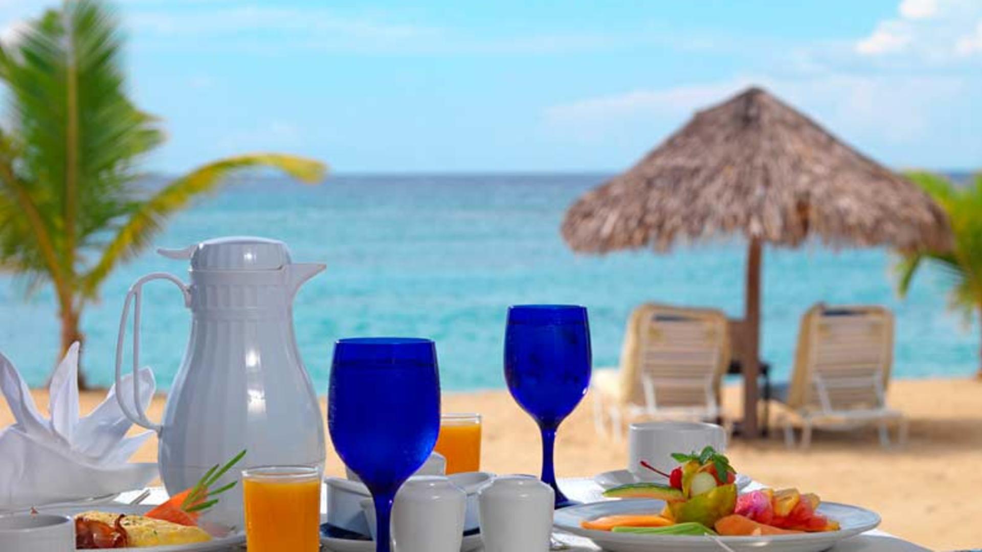 dining-on-the-beach