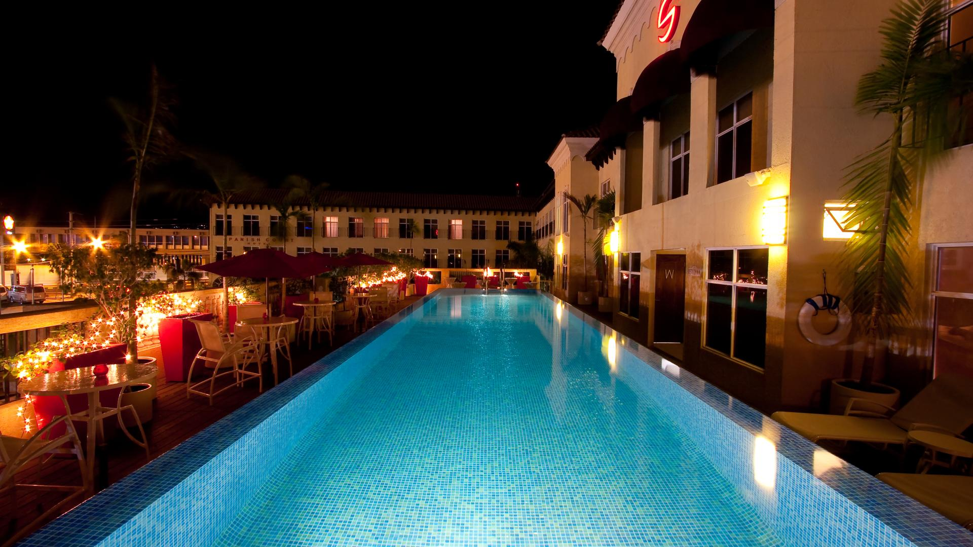 pool deck at night 2_SCHotel