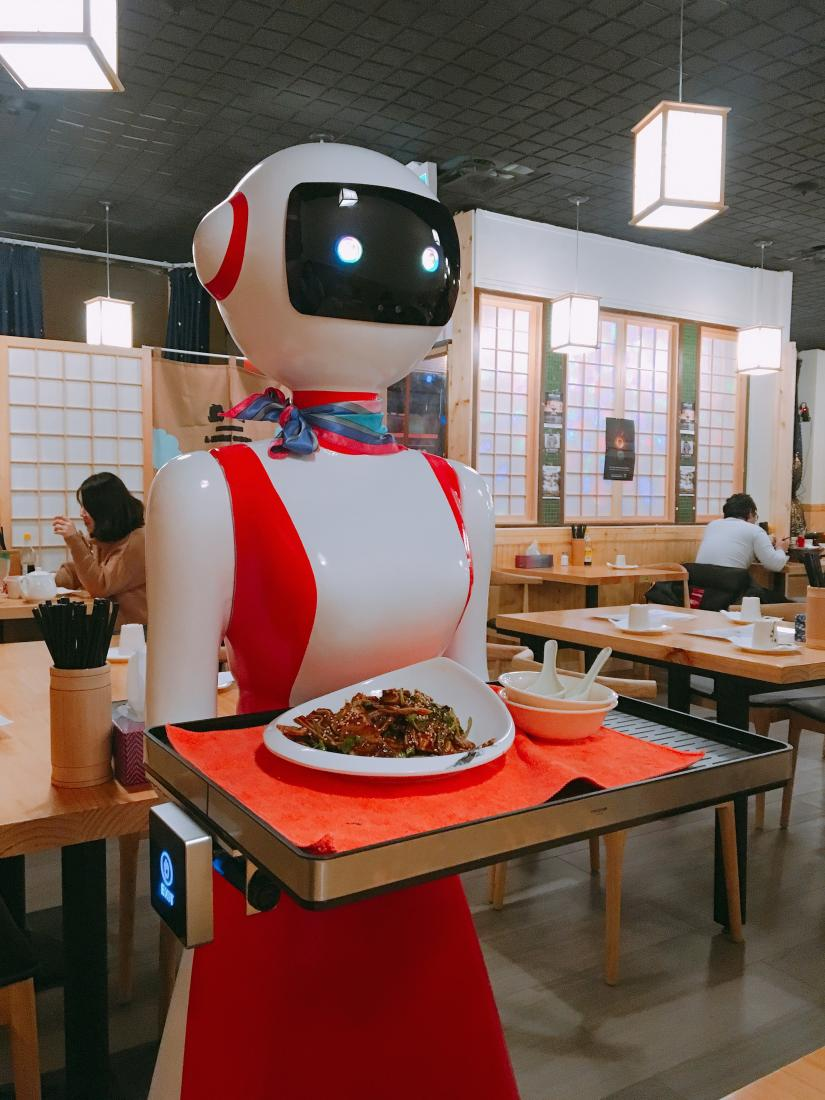 A robot server at Cheng Du Xiao Chi