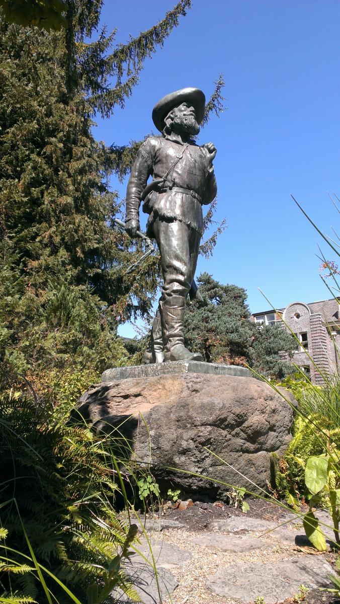 UO Pioneer Statue by Kari Westlund