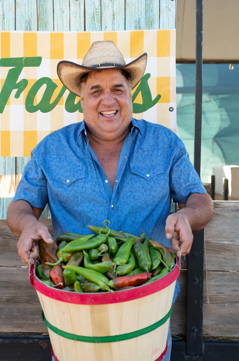Big Jim Farms owner Jim Wagner shows off prize specimens, New Mexico Magazine
