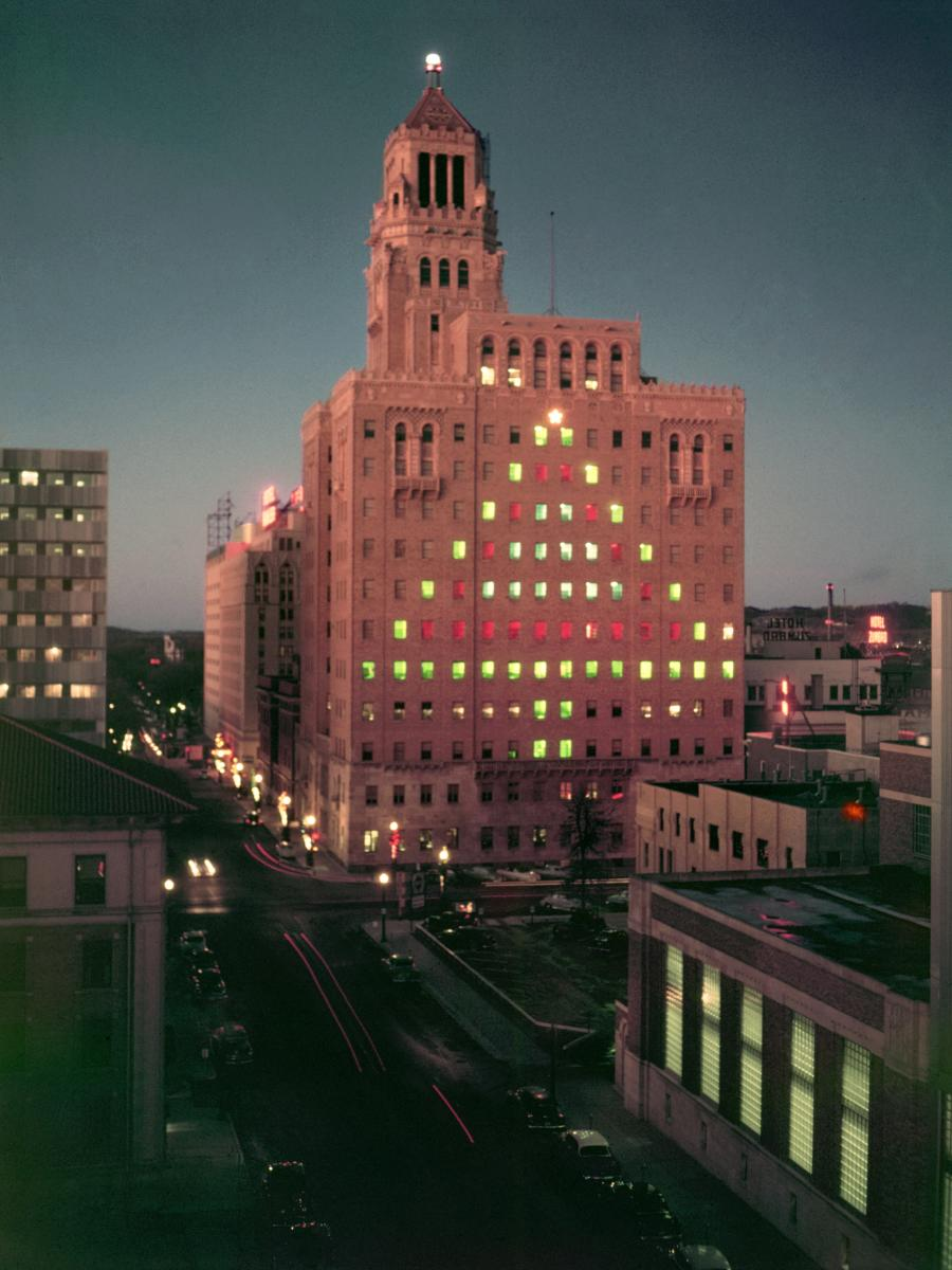 A 1950 photo of Mayo Clinic's Plummer Building with Christmas Tree Lights
