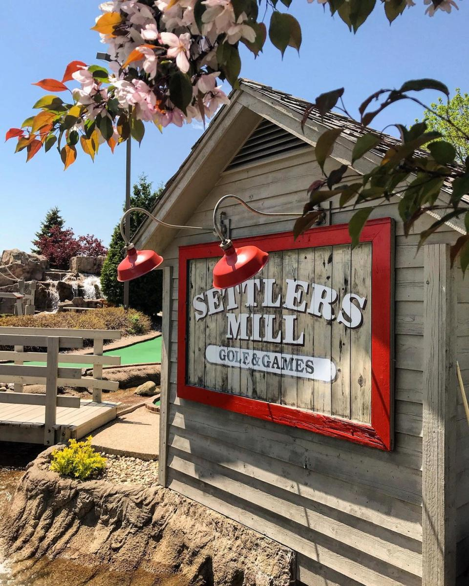 Settlers Mill Mini Golf Sign