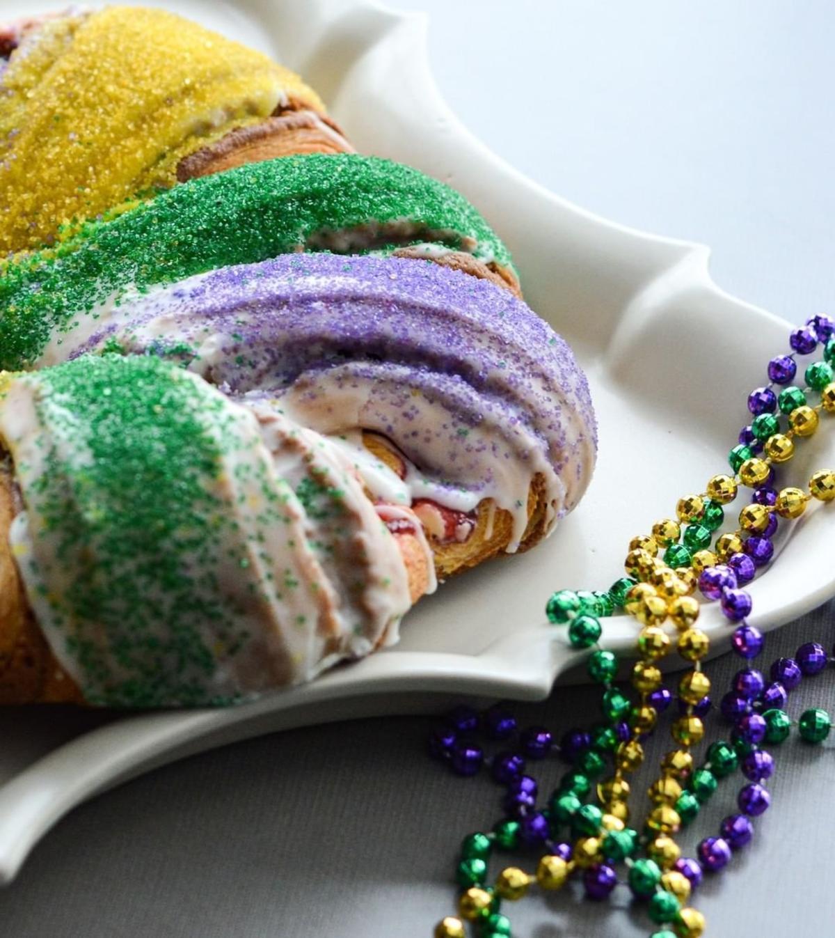King Cake Mardi Gras Edward's Bakery