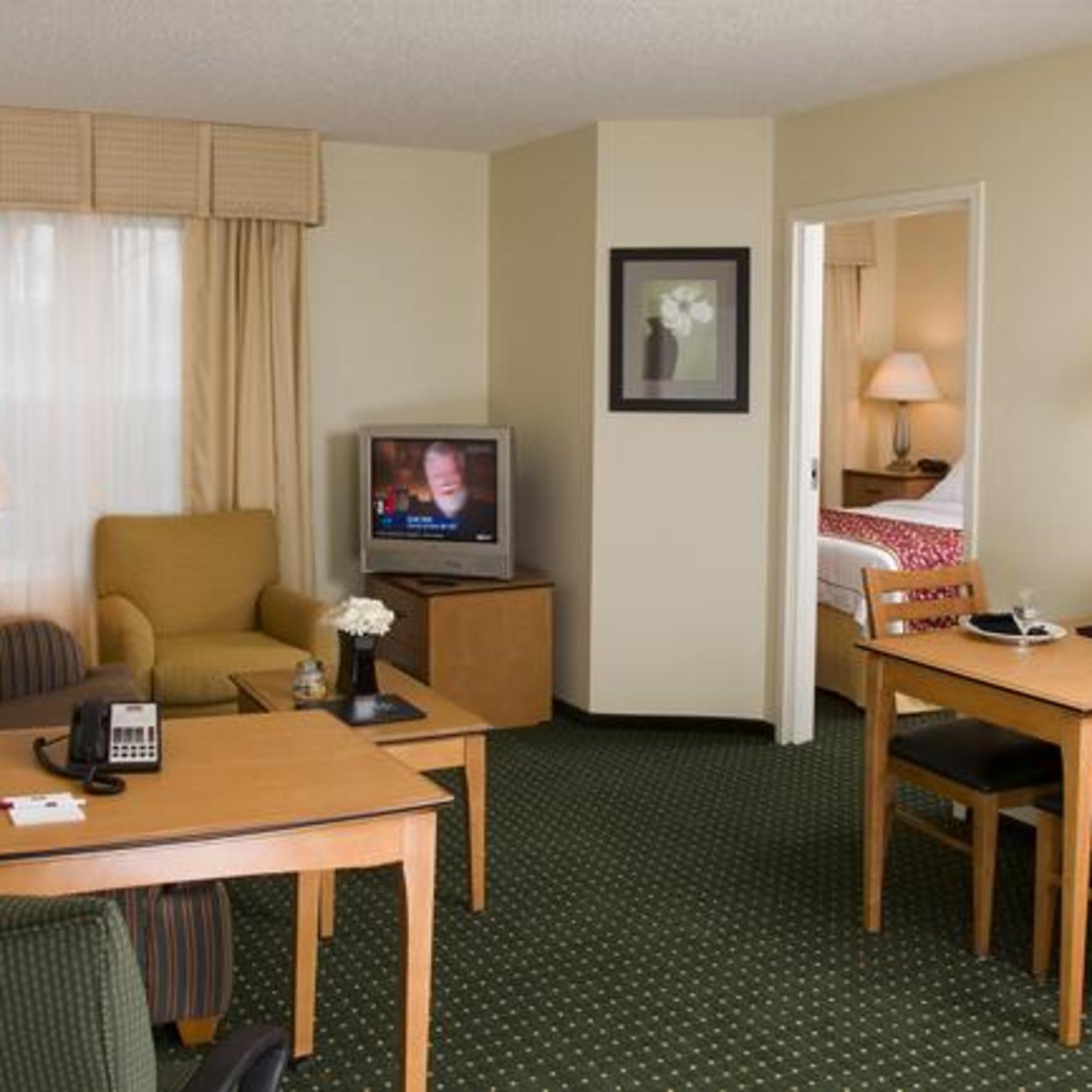 Residence Inn by Marriott Harrisburg Carlisle One Bedroom Suite Living/Dining Room Area