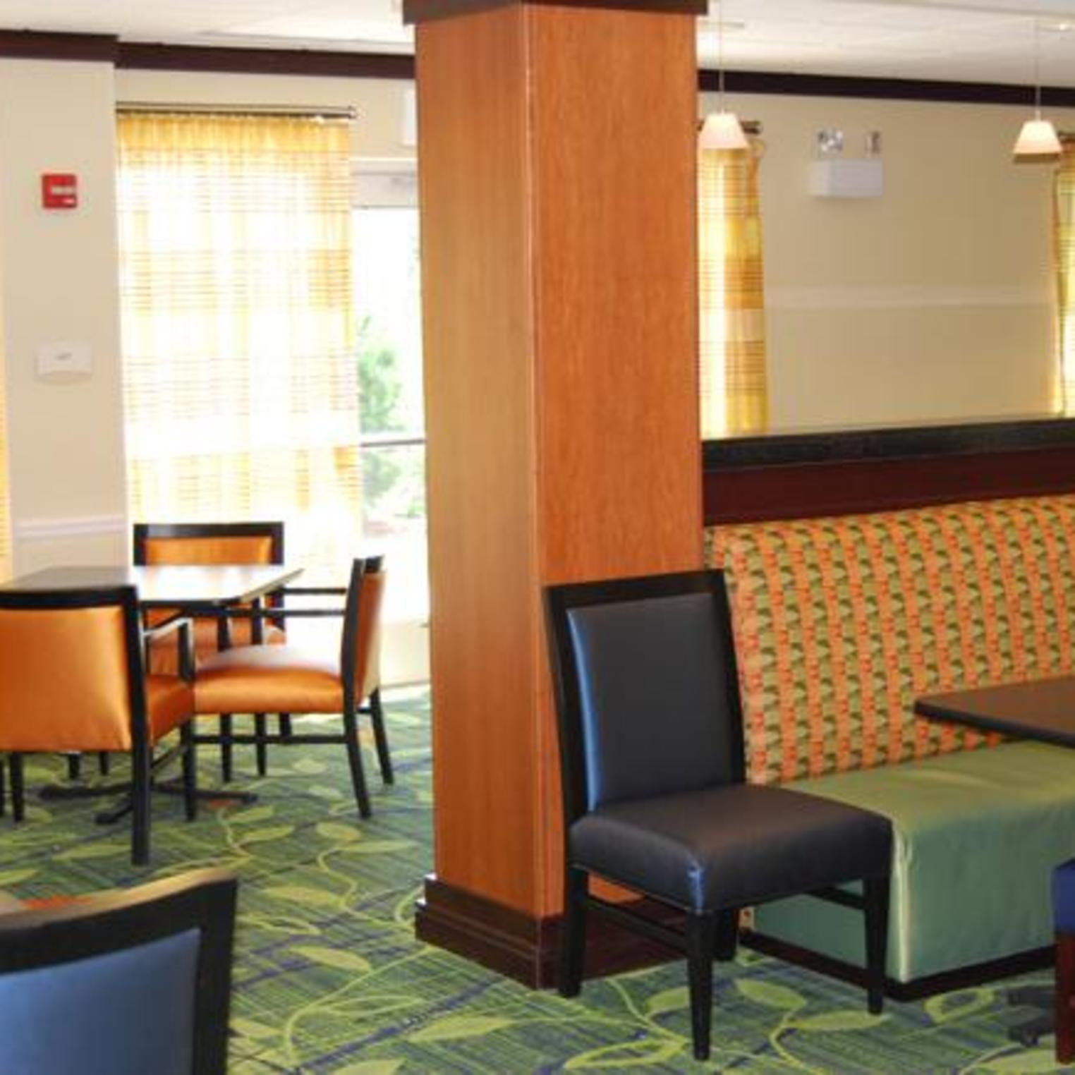 Fairfield Inn & Suites Carlisle breakfast area