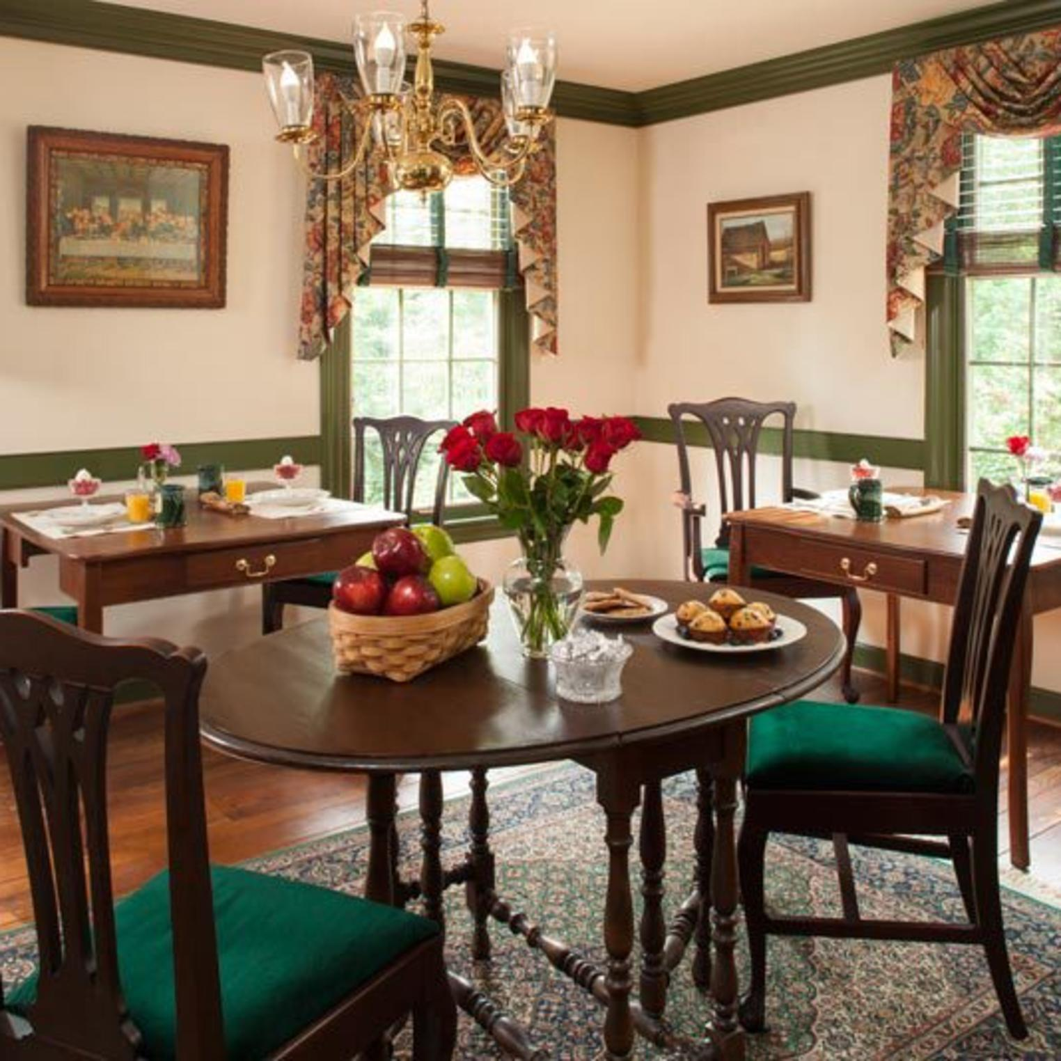 30 Timber Road Dining Area
