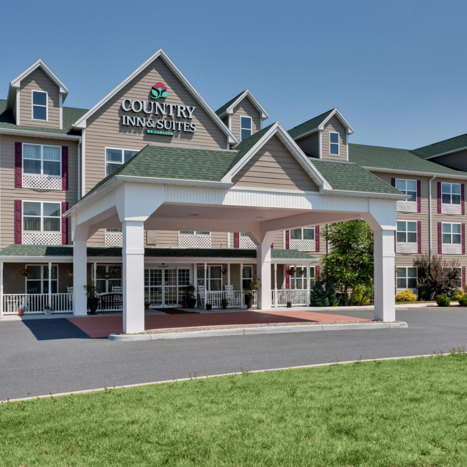 Country Inn and Suites Front Exterior Daytime