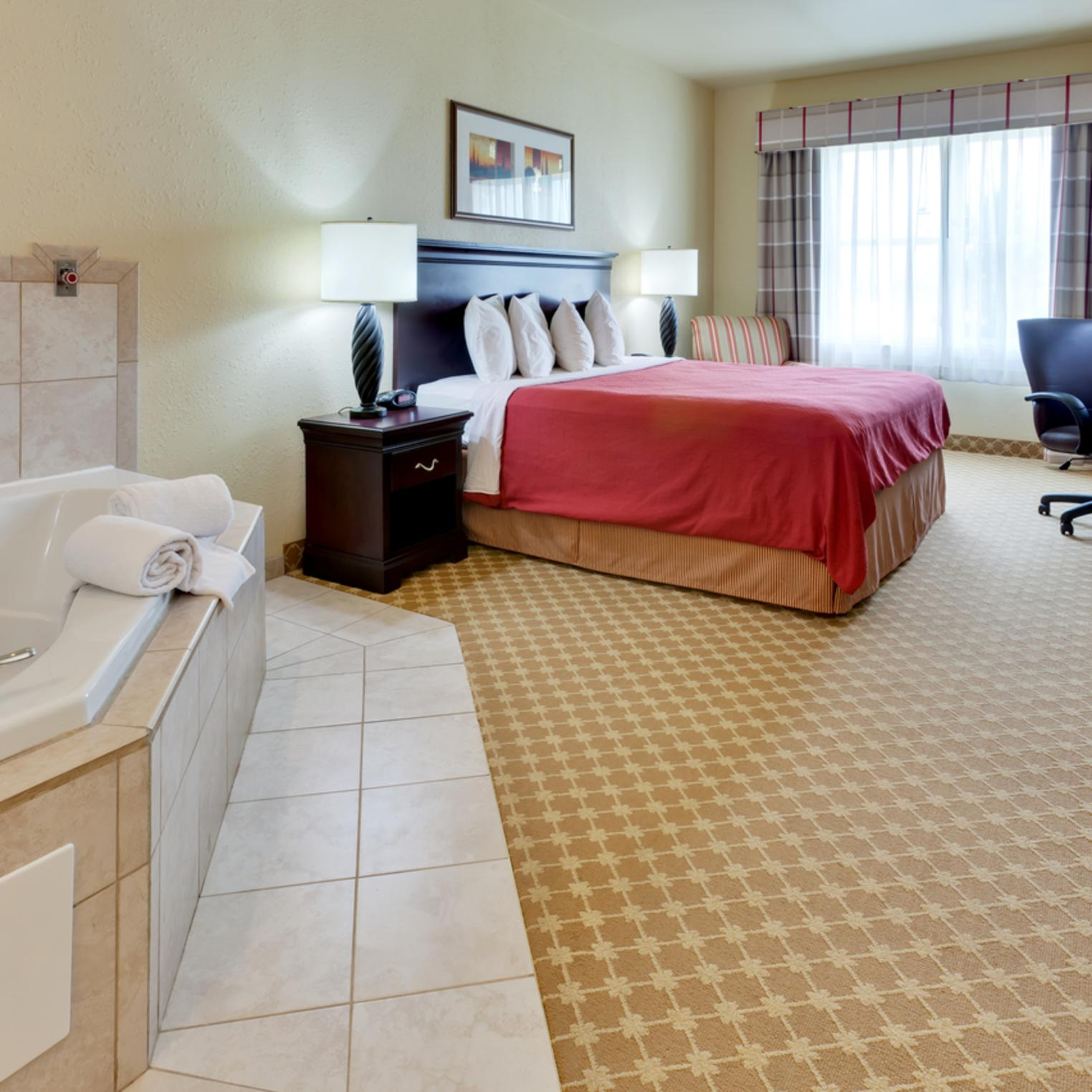 Country Inn and Suites Whirlpool Suite