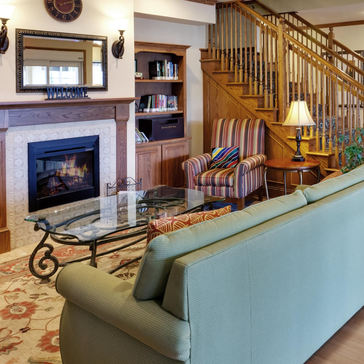 Country Inn and Suites Lobby