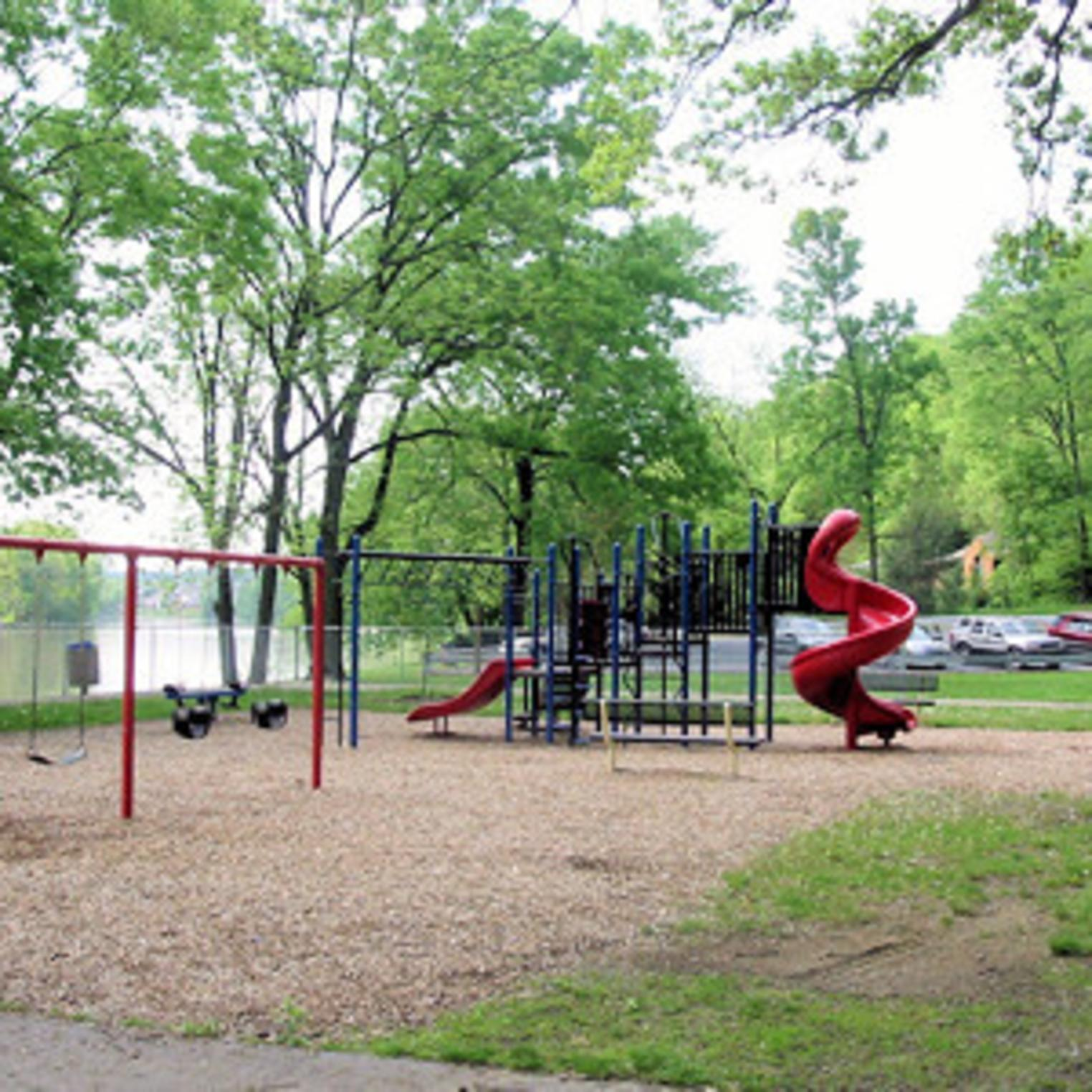 Acri Meadow Park Playground