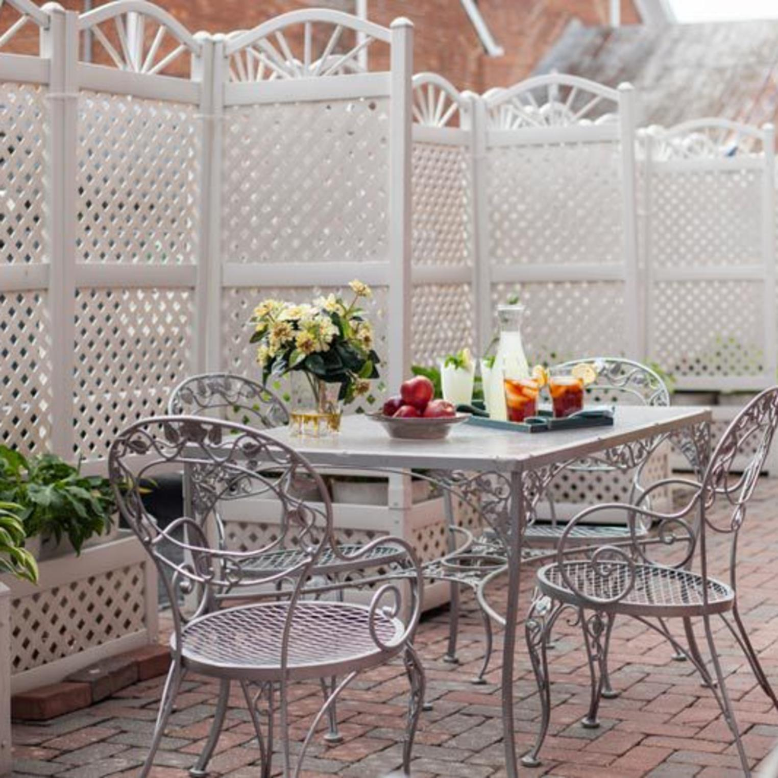 Outdoor Dining at Carlisle House B&B