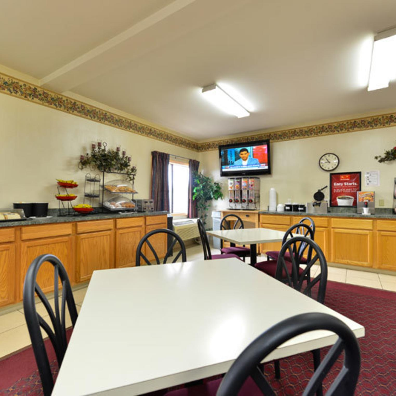 Econo Lodge Carlisle Breakfast Area