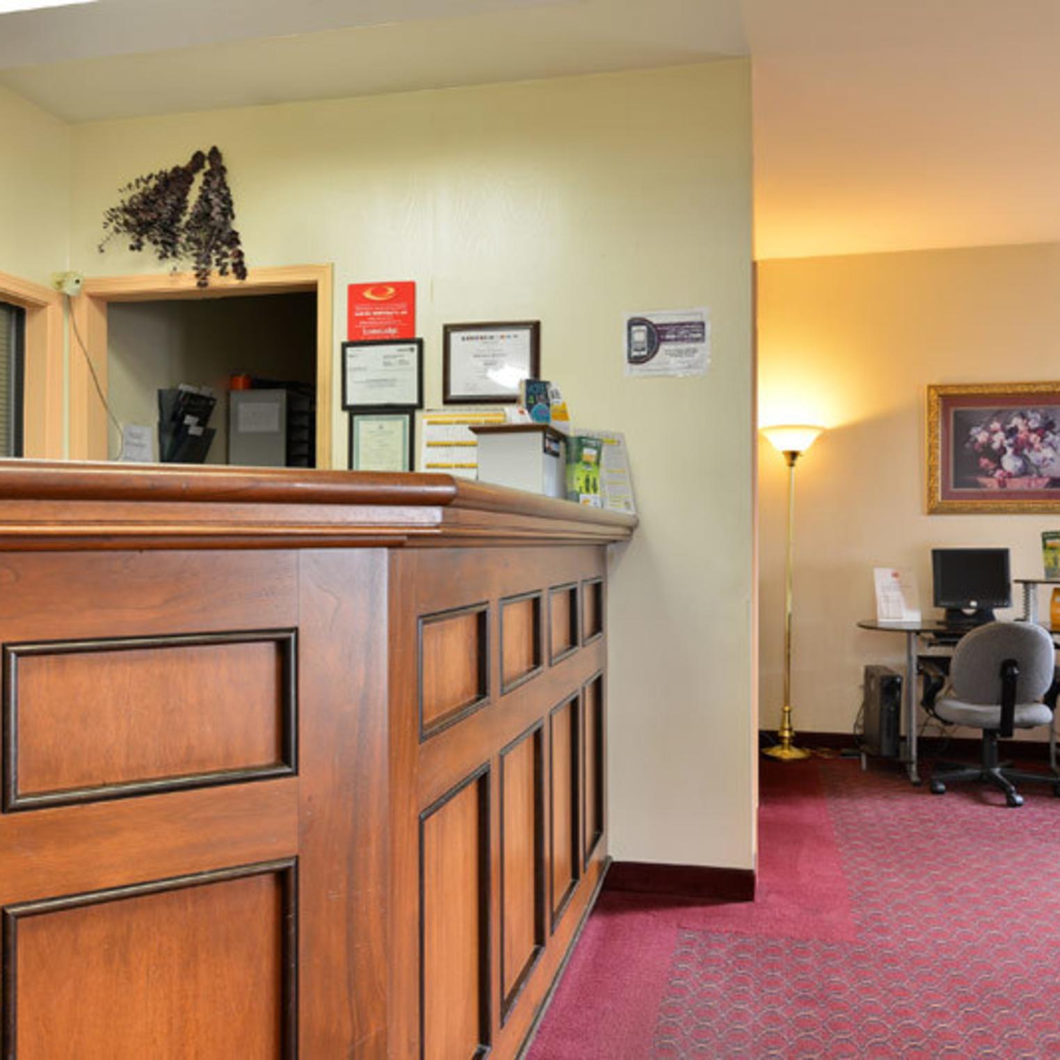 Econo Lodge Carlisle Front Desk and Lobby