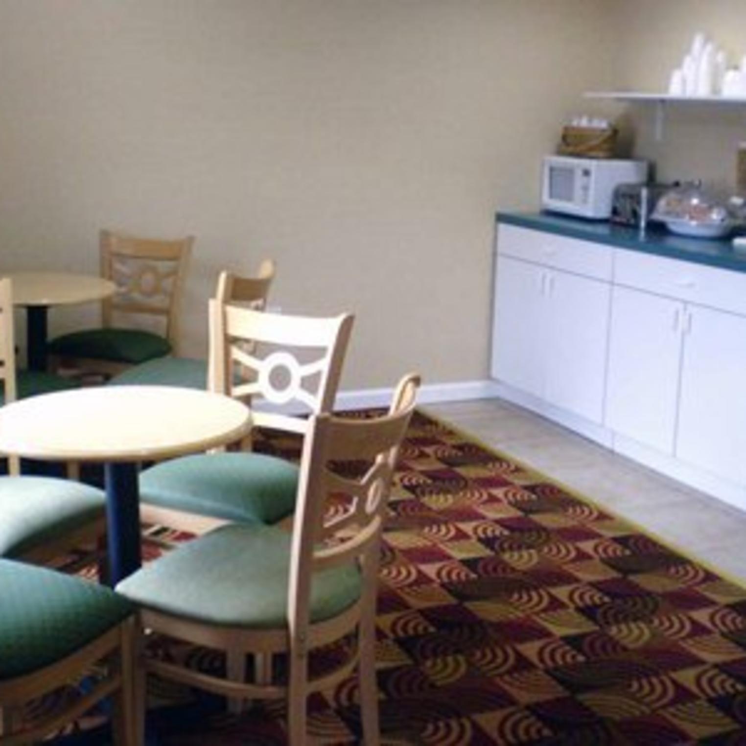 Econo Lodge Breakfast Room