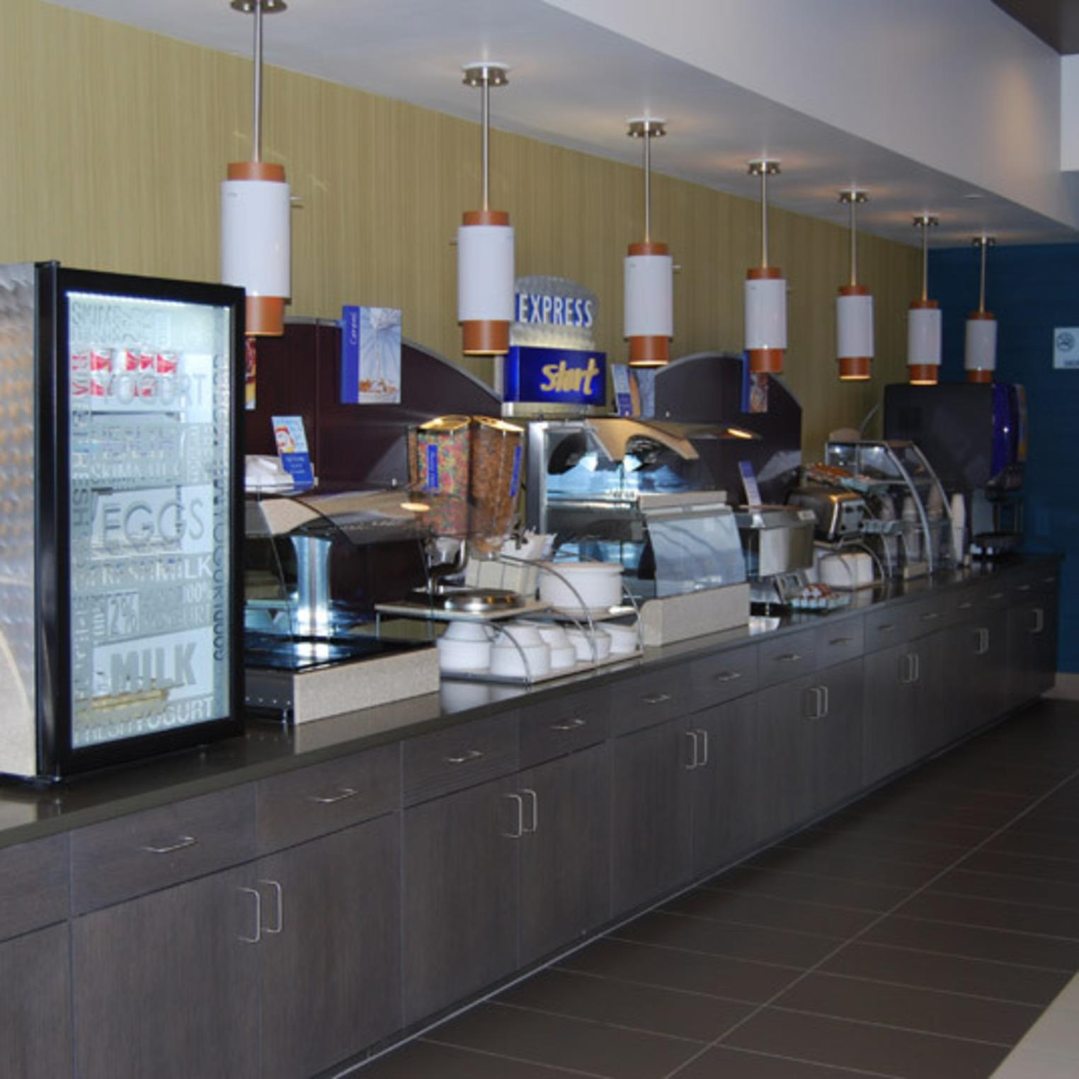 Holiday Inn and Suites Carlisle Breakfast Area