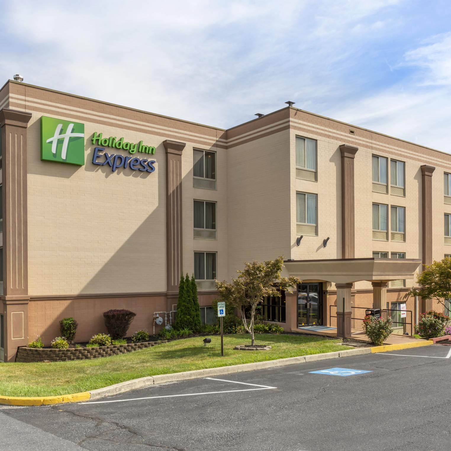 Holiday Inn Express Harrisburg SW Mechanicsburg Outside