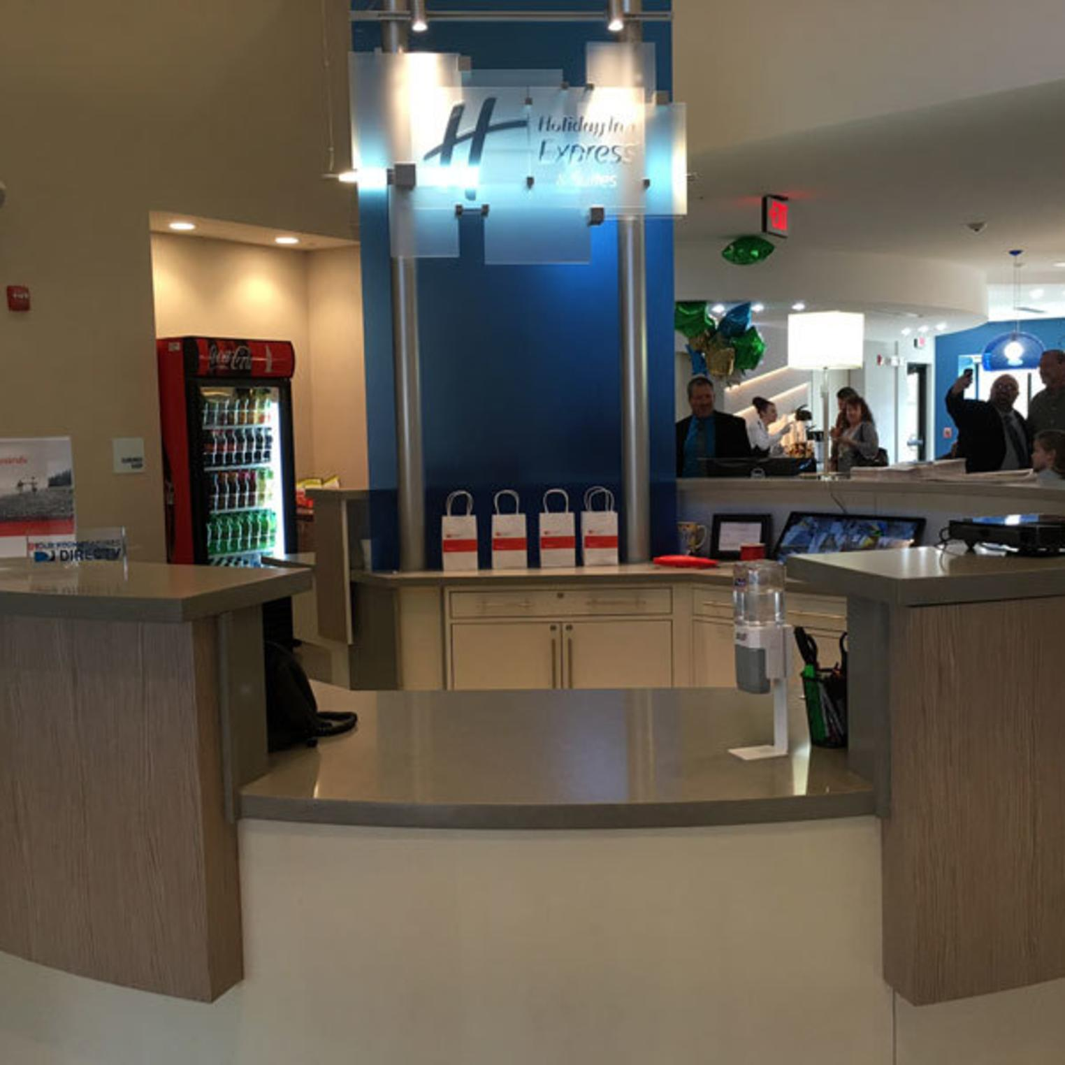 Holiday Inn Express & Suites Shippensburg Front Desk