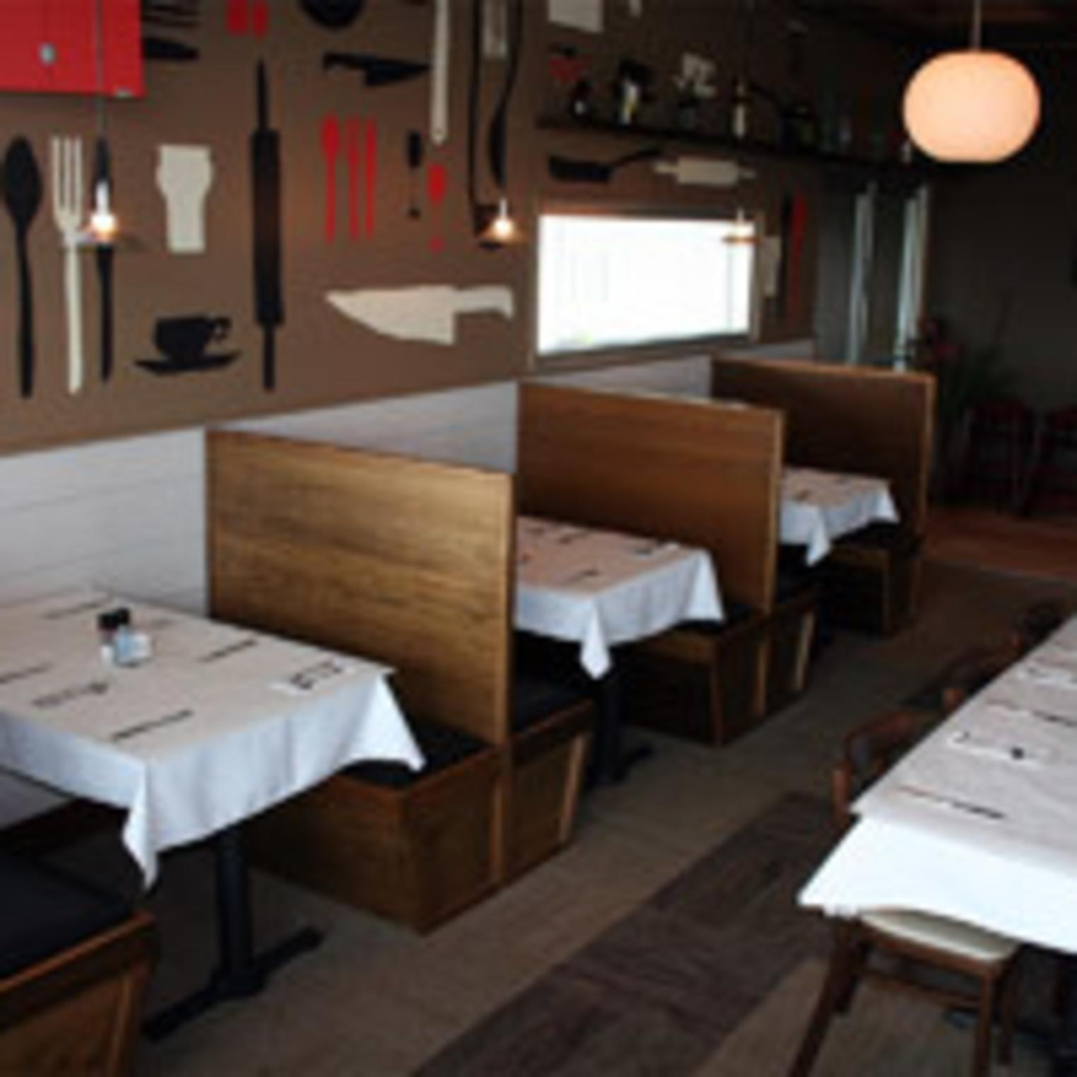 Nolo's Bar & Restaurant