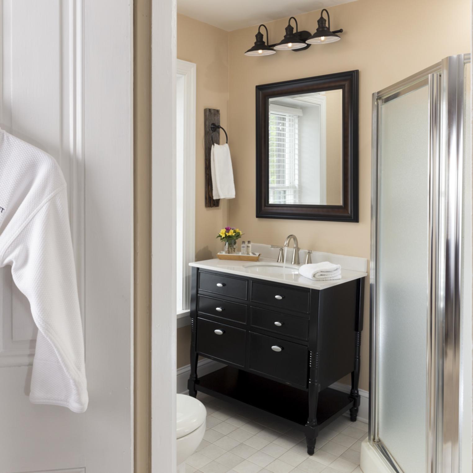 Bathroom in Pheasant Dreams room