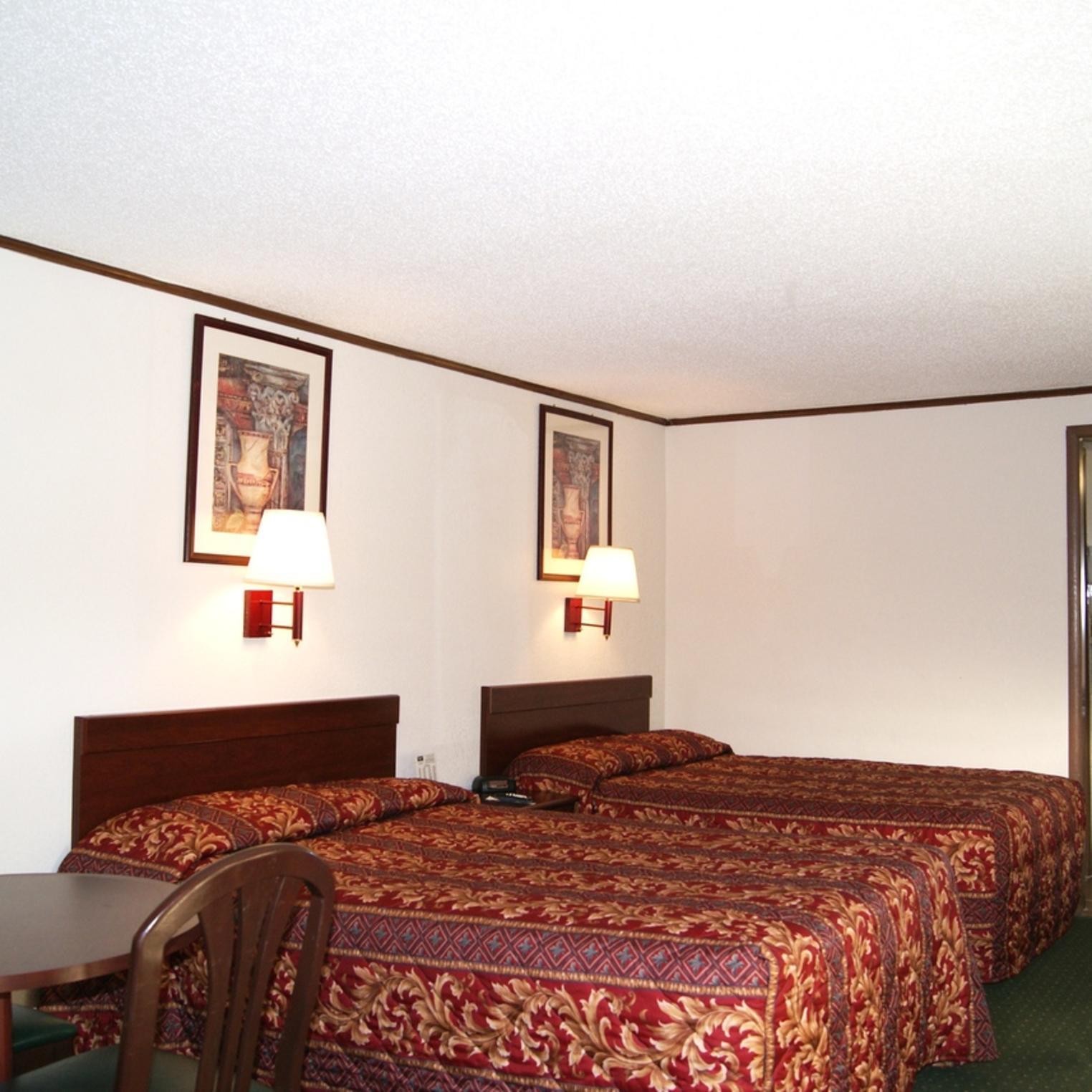 Rodeway Inn Carlisle Guestroom