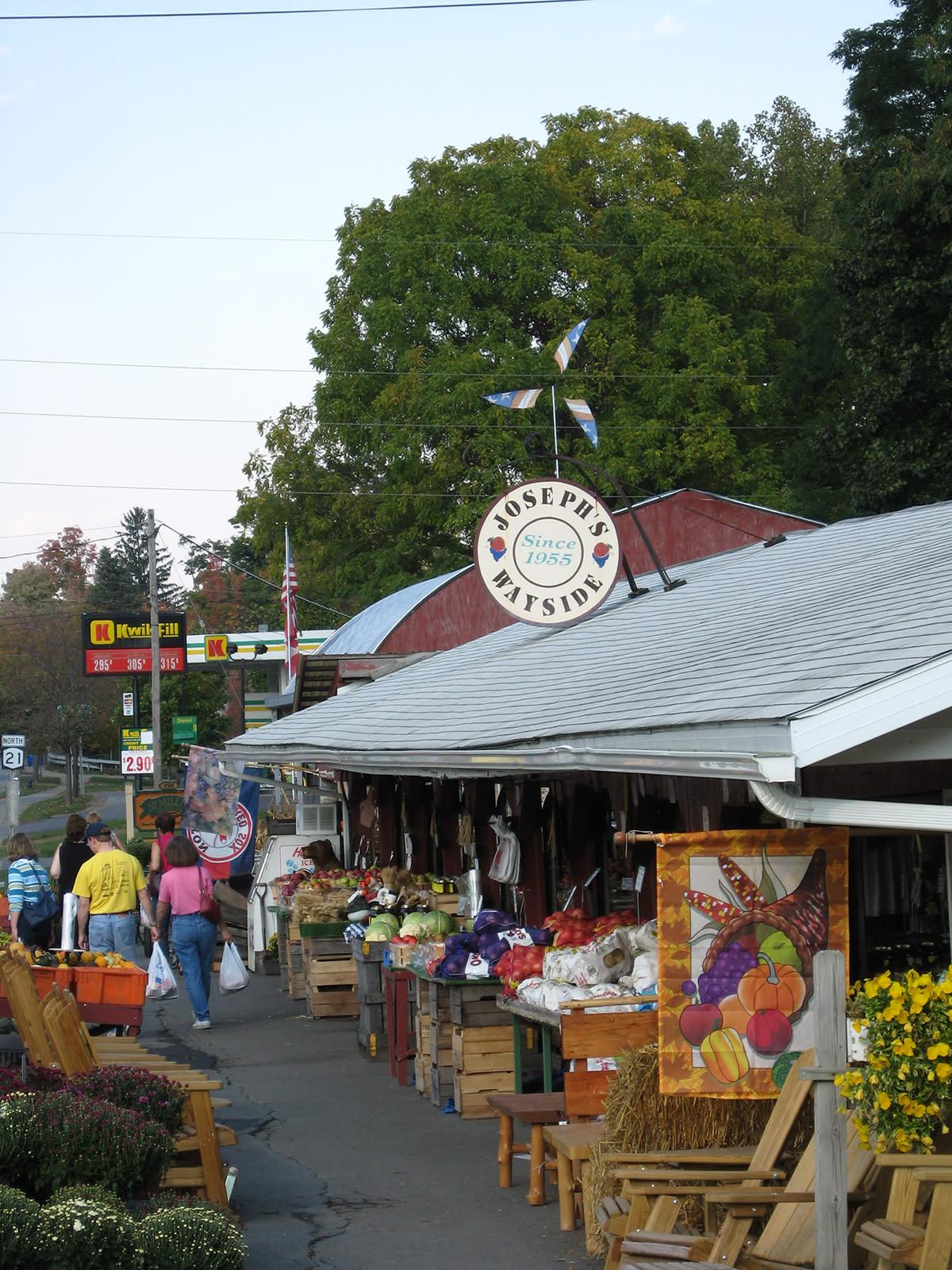 farmers-market-stands-roadside-shopping