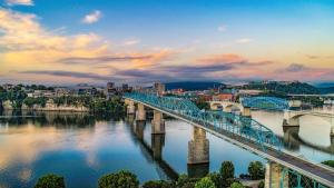 Matador Network_Downtown-Chattanooga-and-Tennessee-River_Kevin Ruck