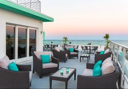Streamline Hotel Roof