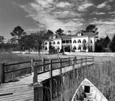 Roanoke island inn b&w