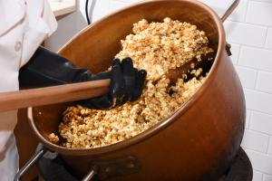 Kilwins Caramel Popcorn in Copper Kettle
