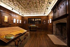 fort raleigh elizabethan room