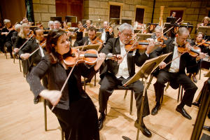 The rochester philharmonic orchestra plays
