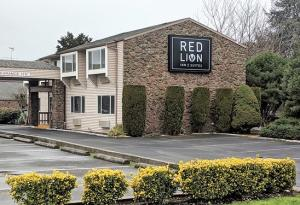 JUST AVOID! - Review of Red Lion Inn & Suites, Vancouver, WA - Tripadvisor