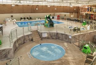 Pool Area Holiday Inn Winnipeg Airport West