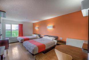 2 Queen Bed room