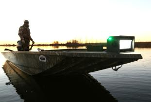Diver duck hunting outfitter Manitoba Canada