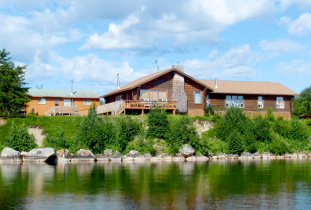 Budd's Gunisao Lake Lodge