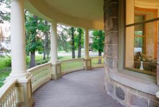 Bella's Castle Bed & Breakfast front porch