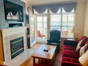 Delavan Lake Resort Suite 1